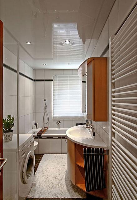 дизайн натяжных потолков ванной комнаты фото